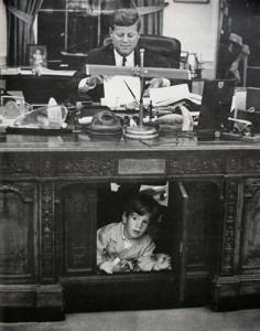 oval-office-desk-kennedy